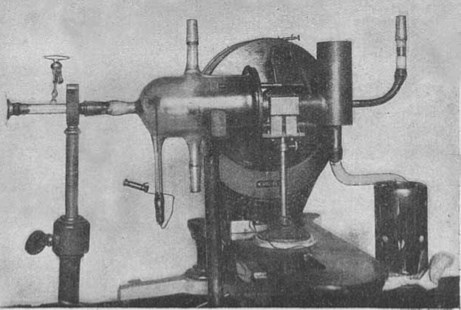 Photo of the apparatus used by Stern and Gerlach showing the key components. Source: W.Germach 1925. Über die Richtungsquantelung im Magnetfeld II. Ann. Phys. 76: 163.