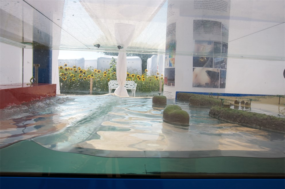 This exhibit shows how tsunami waves develop.<br>
