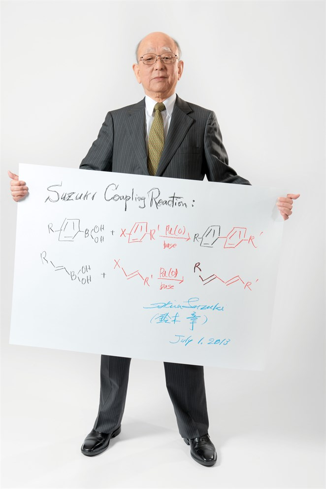 "Akira Suzuki with his ""Sketch of Science"""