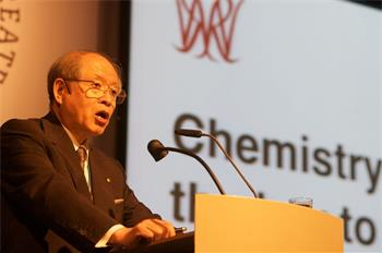 Ryoji Noyori - Ryoji Noyori lecturing on 'Chemistry: The Key to our Future' (Laureate, Chemistry 2001)