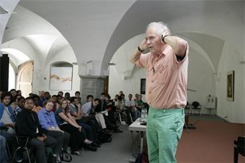 Sir Harold Kroto - Harold Kroto (Laureate, Chemistry 1996) holding a lively discussion session