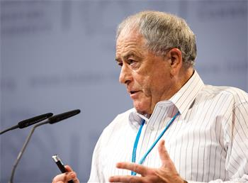 Kurt Wüthrich - Kurt Wüthrich delivering his lecture.