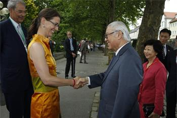 62nd Lindau Nobel Laureate Meeting, 2012 - Countess Bettina Bernadotte welcomes the President of Singapore, Tony Tan