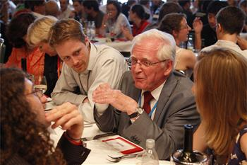 62nd Lindau Nobel Laureate Meeting, 2012 - Harald zur Hausen (Laureate Physiology/Medicine, 2008) with young researchers during a social get-together upon invitation of Singapore