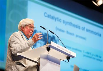 63rd Lindau Nobel Laureate Meeting, 2013 - Gerhard Ertl giving his lecture at the 63rd Meeting.
