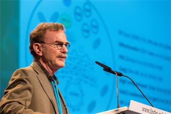 Randy Schekman - Randy Schekman holding his lecture 'Genes and Proteins that Control Secretion and Autophagy' at the 64th Meeting.
