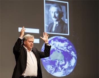 Brian Schmidt - Brian Schmidt delivering his lecture 'Cosmology: An Example of the Process of Discovery' at the 64th Meeting.