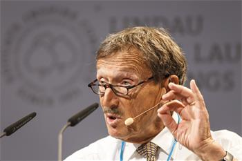 Rolf Zinkernagel - Rolf Zinkernagel holding his lecture 'Why Do We Not Have a Vaccine Against HIV or Tuberculosis?'.