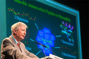 Jules Hoffmann - Jules Hoffmann holding his lecture 'Innate Immunity: From Flies to Humans' at the 64th Meeting.