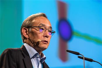 Steven Chu - Steven Chu holding his lecture 'You can see a lot by observing: Optical Microscopy 2.0' at the 64th Meeting.
