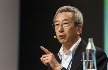 Roger Tsien - Roger Tsien delivering his lecture 'Molecules Against Cancer or for Long-Term Memory Storage' at the 64th Meeting.