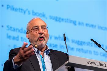Joseph E. Stiglitz - Joseph E. Stiglitz holding his lecture 'Inequality, Wealth, and Growth: Why Capitalism is Failing' at the 5th Meeting on Economic Sciences.