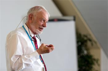 Daniel L. McFadden - Daniel L. McFadden holding a discussion session at the 5th Lindau Meeting on Economic Sciences.