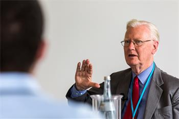 James A. Mirrlees - James A. Mirrlees in discussion with young scientists at the 5th Lindau Meeting on Economic Sciences.