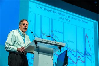 Peter A. Diamond - Peter A. Diamond holding his lecture 'Unemployment' at the 5th Lindau Meeting on Economic Sciences.