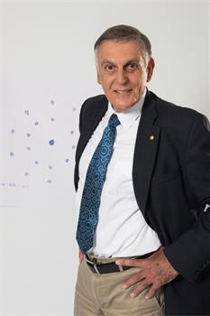 Dan Shechtman - Dan Shechtman with his 'Sketch of Science'.
