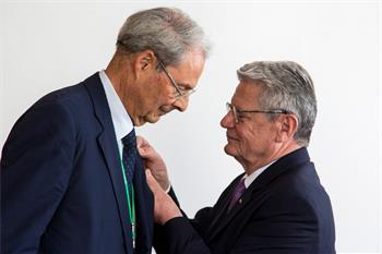 65th Lindau Nobel Laureate Meeting - Joachim Gauck awarding Wolfgang Schürer the Federal Cross of Merit.