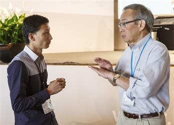 Steven Chu - Steven Chu conversing with a young scientist at the 65th Lindau Nobel Laureate Meeting.