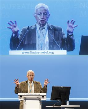 Jean-Marie Lehn - Jean-Marie Lehn holding his lecture 'Towards Adaptive Chemistry'.