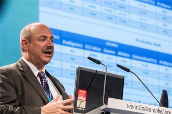 Bruce Beutler - Bruce Beutler holding his lecture 'Finding Mutations that Affect Immunity'.