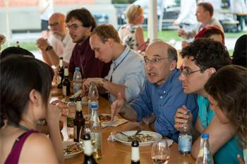 Saul Perlmutter - Saul Perlmutter together with young scientists at the social event Grill & Chill.