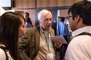 Jean-Marie Lehn - Jean-Marie Lehn conversing with young scientists.