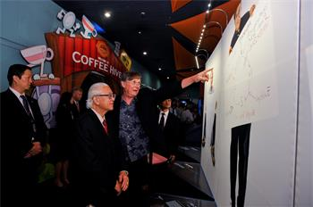 Sketches of Science - President Tony Tan Keng Yam and Laureate Sir Richard Timothy Hunt at the Sketches of Science exhibition in Singapore 2013.