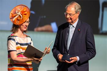 Countess Bettina Bernadotte - Countess Bettina Bernadotte honouring Wolfgang Schürer at the Lindau Nobel Laureate Meeting 2016.