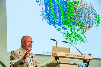 Johann Deisenhofer - Johann Deisenhofer lecturing on 'Photosynthetic Light Reactions, Revisited' at the 66th Lindau Nobel Laureate Meeting.
