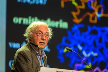 Robert Huber - Robert Huber lecturing on 'Protein Structures in Translational Medicine and Business Development, My Experience' at the 66th Lindau Nobel Laureate Meeting.