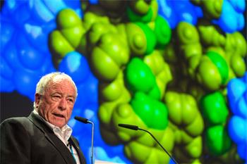 Kurt Wüthrich  - Kurt Wüthrich lecturing on 'NMR in Physics, Structural Biology and Medical Diagnosis' at the 66th Lindau Nobel Laureate Meeting.