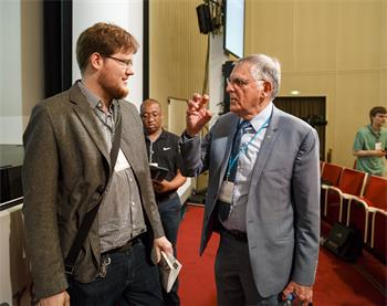 Dan Shechtman - Dan Shechtman in discussion with a young scientist at the 66th Lindau Nobel Laureate Meeting.