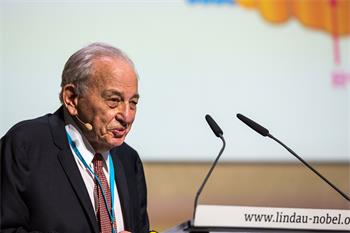 Rudolph Marcus - Rudolph Marcus delivering his lecture at the 67th Lindau Nobel Laureate Meeting