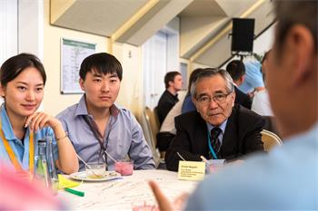 Ei-ichi Negishi - Ei-ichi Negishi and young scientists at the BASF 'World Café'