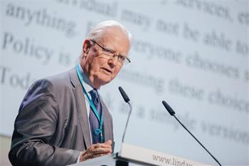 James A. Mirrlees - James A. Mirrlees giving his lecture 'Bounded Rationality and Economic Policy'