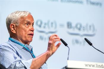 James J. Heckman  - James J. Heckman delivering his lecture 'Unordered Monotonicity'