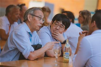 Steven Chu - Steven Chu talking to young scientists at Grill & Chill of the 68th Lindau Nobel Laureate Meeting